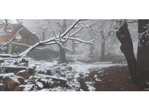 Balıkesir'in yüksek kesimlerinde kar yağışı etkili oluyor
