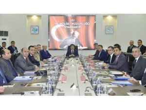 Vali Güzeloğlu, bağımlılıkla mücadele toplantısına başkanlık etti