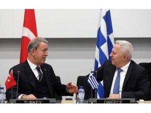 """Milil Savunma Bakanlığı:""""Millî Savunma Bakanımız Hulusi Akar ve Yunanistan Millî Savunma Bakanı Evangelos Apostolakis bugün yaptıkları görüşmede iki ülke arasındaki mevcut meseleleri ele aldılar"""""""