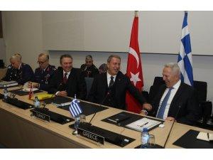 Milli Savunma Bakanı Akar, Yunanistan Savunma Bakanı Apostolakis ile görüştü