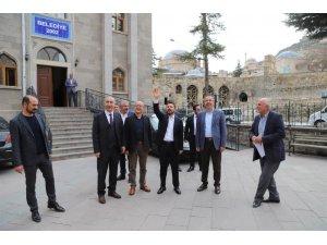 AK Parti Belediye Başkan adayı Arı, belediye hizmet birimlerini ziyaret etti