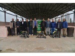 Büyükşehir Belediyesi'nden çiftçilere badem soyma makinesi