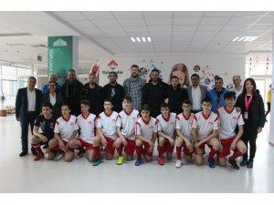 Bandırmaspor'un futbolcuları öğrencilerle buluştu