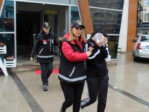 Kocaeli'de fuhuş yaptırtan ruhsatsız otel sahibi ve çalışanı tutuklandı