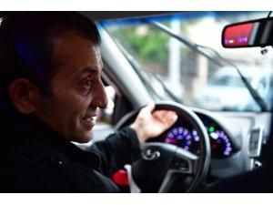 Ticari taksiye binen İmamoğlu'ndan seçime yönelik esprili yaklaşım
