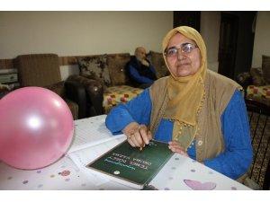 Aşkı için 65'inde okuma-yazmayı öğrendi
