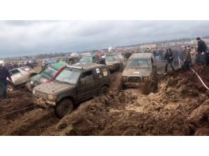 Gürcistan'da offroad yarışları nefes kesti