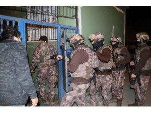 Şafak vakti terör operasyonu: 24 gözaltı