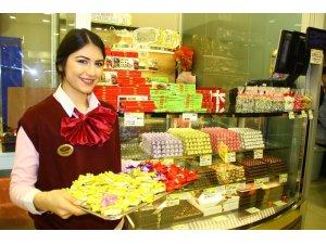 Kadınların 'Hayır' diyemediği iki şey: Çikolata ve çiçek piyasayı hareketlendirdi