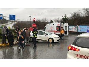 Düzce'de ambulans otomobille çarpıştı: 1 yaralı
