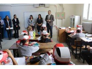 Kuşadası'nda Aydem Sınıf Kitaplığı oluşturuldu