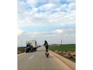 Suriyeli genç motosikletle ölümü hiçe saydı