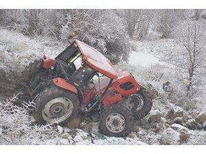 Uçuruma yuvarlanan traktörden atlayarak kurtuldu