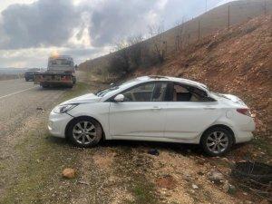 Gercüş'te yoldan çıkan otomobil takla attı: 3 yaralı