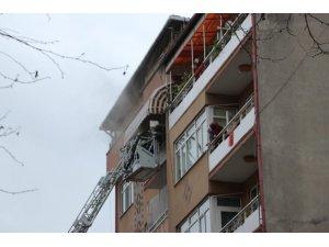 7 katlı binada çıkan yangın paniğe neden oldu