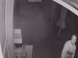 Şaşkın hırsız çaldığı ürünleri başka markete taşıdı