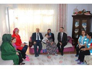 Vali Dağlı evde bakım hastalarına ziyaret
