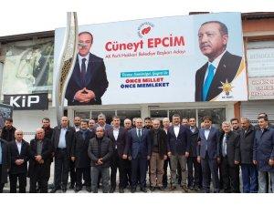 AK Parti heyeti Hakkari'de