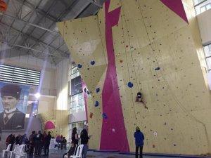 Genç dağcılar spor tırmanışında Rize'de yarıştı