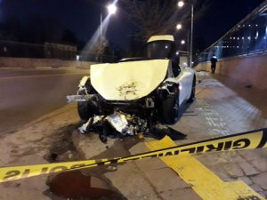 Lüks araç paramparça oldu! 1 kişi hayatını kaybetti