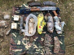 Hakkari'de silah, mühimmat ve patlayıcı ele geçirildi