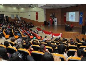 Batman Üniversitesi'nde 'Milletin Sesi Mehmet Akif' paneli düzenlendi