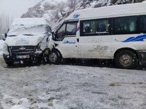 Şırnak'ta öğretmen servisi kaza yaptı: 6 yaralı