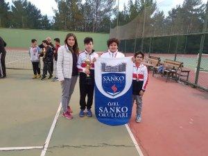 Sanko Okulları Yıldız Erkek Tenis takımı il ikincisi oldu
