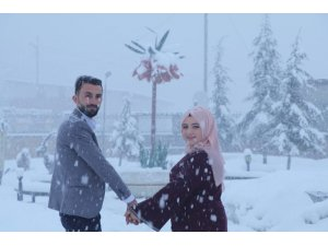 Kar yağışı altında fotoğraf çekimi