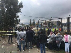 İzmir'in Konak ilçesinde, yapımı devam eden metro vagonu yer altı park alanının inşaatında meydana gelen göçüğün ardından, enkaz altında kalan iki kişiden birinin cesedine ulaşıldı. Ekipler, yağmur altında ulaştıkları cansız