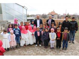 Beyşehir Belediyesinden sabah namazında camiye giden 13 çocuğa bisiklet
