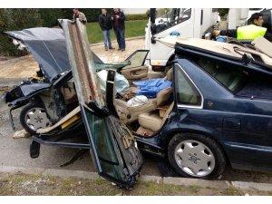 Otomobili delip içeri giren demir bariyer, sürücünün karnına saplandı