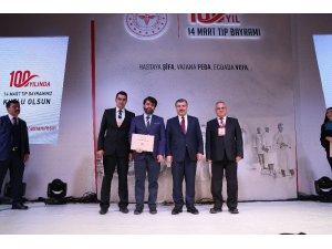 Sağlık Bakanlığı, Kırşehir'de  2 hekimi ödüllendirdi