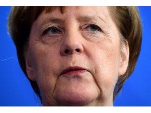 """Almanya Başbakanı Merkel: """"Camilere yapılan saldırılar demokrasi ve hoşgörüye yapılmıştır"""""""