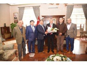 Yörük ve Azerbaycan derneklerinden Vali Deniz'e ziyaret