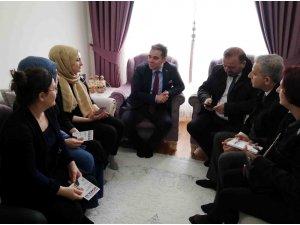 AK Partili Başkan adayı Ulusoy camdan çay davetini geri çevirmedi