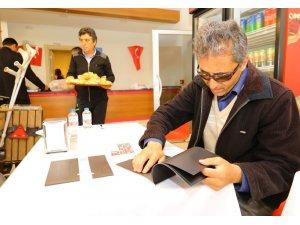 Başkan adayından görme engelliler için Braille Alfabeli proje kitapçığı