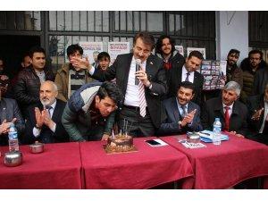 Milletvekili Aydemir, seçim çalışmasında yaş günü kutladı