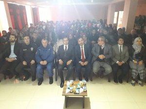 Dumlupınar'da ''İslam ve gençlik'' konulu konferansı