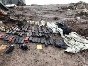 Kuzey Irak'ta çatışmada teröristlerin üzerinden çok sayıda silah ve mühimmat ele geçirildi