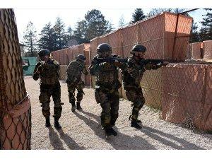 Afgan askerlere teröristle mücadele eğitimi