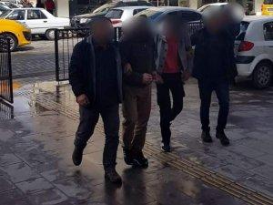 Kuşadası'nda 16 suçtan 27 yıl hapisle aranan 2 zanlı yakalandı