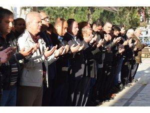 Şehit edilen Müslümanlar için gıyabi cenaze namazı