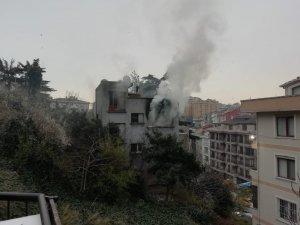 Şişli'de metruk binada yangın
