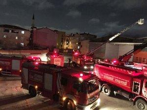 Sancaktepe'de korkutan depo yangını