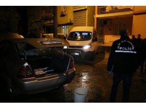 Adana'da park halindeki otomobil benzin dökülerek kundaklandı