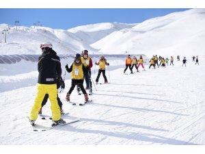 2 bin kişi kayak öğrendi