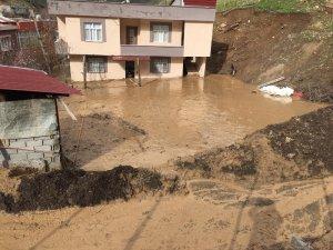 Şırnak'ta heyelan, evler toprak altında kaldı