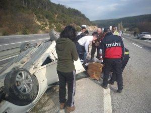 Kontrolden çıkan otomobil devrildi; 2 yaralı