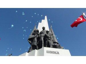 Manisa'da yüzlerce mavi balon otizm için havalandı